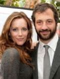 Whos dating leslie mann