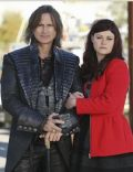 Robert Carlyle and Emilie de Ravin