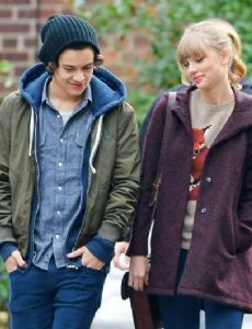 Harry styles dating history in Brisbane