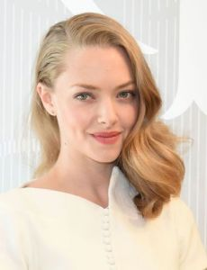 Amanda seyfried dating dexter 4