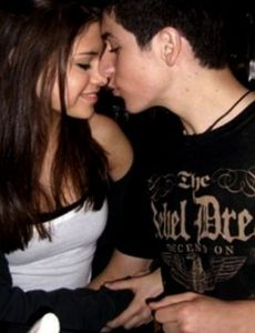 is selena gomez and david henrie dating