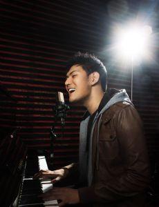 Miguel Mendoza (Singer)