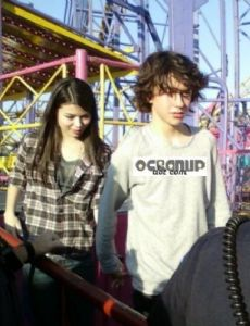 Miranda cosgrove is dating who