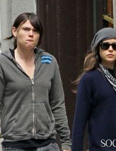 Ellen Page and Clea DuVall