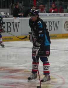 Colin Forbes (ice hockey)