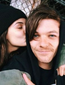 Louis Tomlinson Dating History - FamousFix