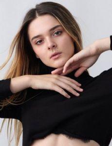 Charlotte Lawrence (Model)