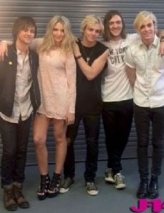 R5 (family band)