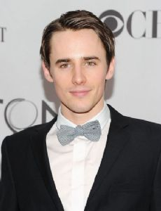 Reeve Carney