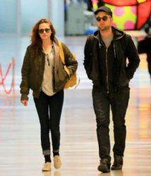 Kristen Stewart with Robert Pattinson: at JFK airport