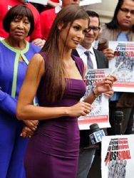 Dayana Mendoza: HIV awarness event