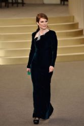 Julianne Moore wears Chanel - Chanel Fall 2015 couture front row