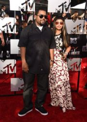 Ice Cube and Kimberly Woodruff: 2014 MTV Movie Awards - Arrivals