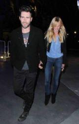 Adam Levine & Girlfriend Attend Lakers Game