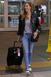 Katie Cassidy: airport look
