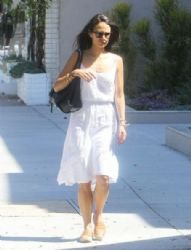 Jordana Brewster: grabs some healthy drinks to go after enjoying lunch in Brentwood