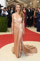 Amber Heard: 'Manus x Machina: Fashion In An Age of Technology' Costume Institute Gala - Arrivals
