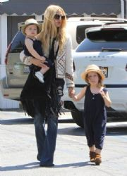 Rachel Zoe: spotted out for lunch at the Brentwood Country Mart in Brentwood