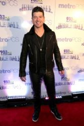 Robin Thicke attends 93.3 FLZÂ's Jingle Ball 2013 at the Tampa Bay Times Forum