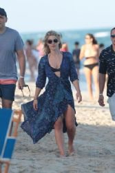 Emily Bett Rickards: beach look