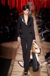 Kendall Jenner Hit The Catwalk For Moschino – Milan Fashion Week