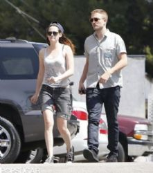 Robert Pattinson and Kristen Stewart were seen getting some sushi on Wednesday, April 10, in Los Angeles
