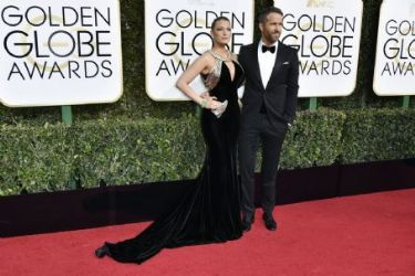 Blake Lively: 74th Annual Golden Globe Awards - Arrivals