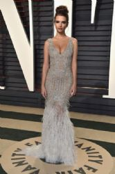 Emily Ratajkowski wears  Jonathan Simkhai Dress : 2017 Vanity Fair Oscar Party