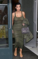 Kim Kardashian leaves her apartment and heads for the airport