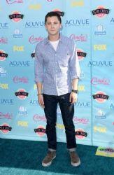 Logan Lerman Checks Out The 2013 Teen Choice Awards