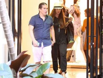 Galilea Montijo and Fernando Reina: shopping time