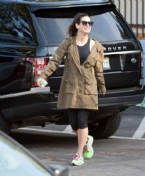 Sandra Bullock: spotted buying Girl Scout cookies in LA