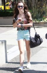 Madeline Carroll: shopping in Vancouver
