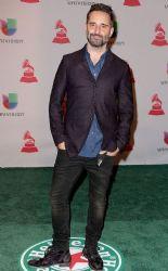 Jorge Drexler: Green Carpet Arrivals at the Latin Grammy Awards 2014