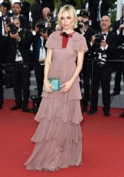 Sienna Miller: attends the Premiere of