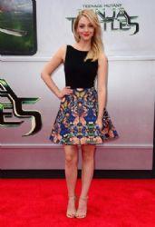 Abby Elliott wears Alice + Olivia - 'Teenage Mutant Ninja Turtles' LA Premiere