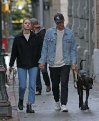 Melissa Benoist Chris Wood: walk the dogs in Vancouver