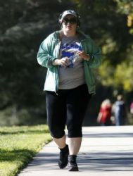Rebel Wilson: walking in Los Feliz