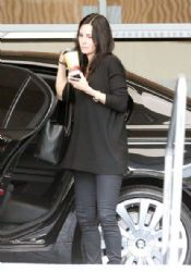 Courteney Cox: visits a hotel in Beverly Hills