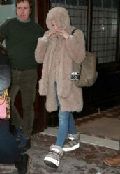 Kate Hudson: leaves her hotel and heads to a taping of 'Live with Kelly & Michael' in New York City
