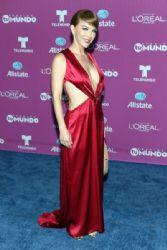 Laura Flores: 'Premios Tu Mundo' Awards 2015