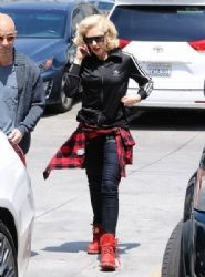 Gwen Stefani stops by an acupuncture clinic on in Los Angeles, California