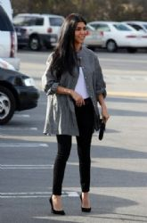 Kourtney Kardashian: go to lunch at 'Health Nut' in Woodland Hills