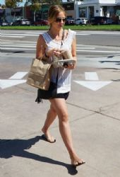 Sarah Michelle Gellar: stops by a Starbucks for some iced coffee in Los Angeles