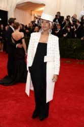 Erykah Badu: Red Carpet Arrivals at the Met Gala 2014
