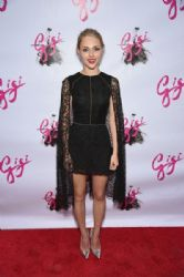 AnnaSophia Robb attends the