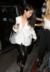 Selena Gomez Arriving at the Nice Guy Restaurant West Hollywood CA