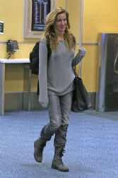 Katie Cassidy: Vancouver International Airport 4/5/2017