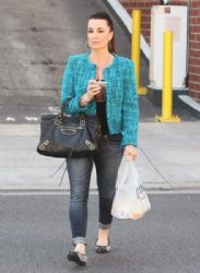 Kyle Richards stops to pick up some lunch in Beverly Hills, California