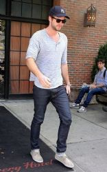 Liam Hemsworth: Errand Boy In NYC